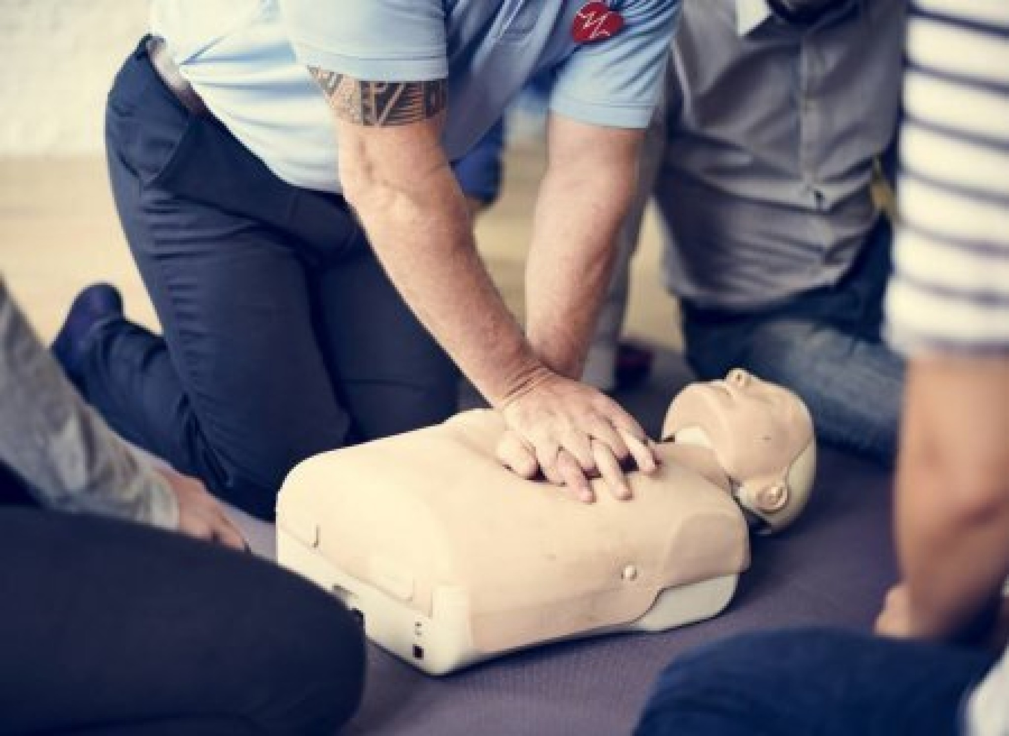 depositphotos_137514770-stock-photo-people-learning-cpr-first-aid.jpg